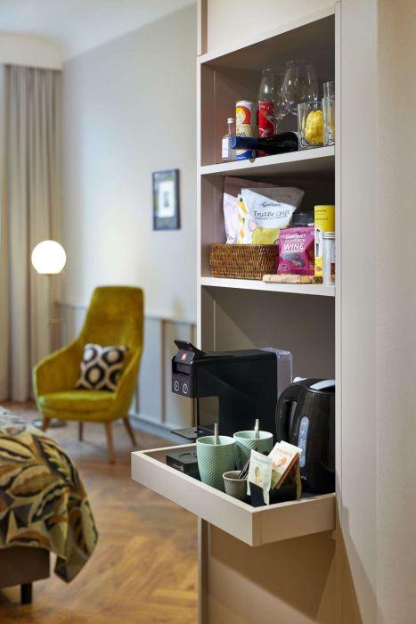 Hotel Alexander Plaza Zimmer mit Kaffeemaschine Detail1