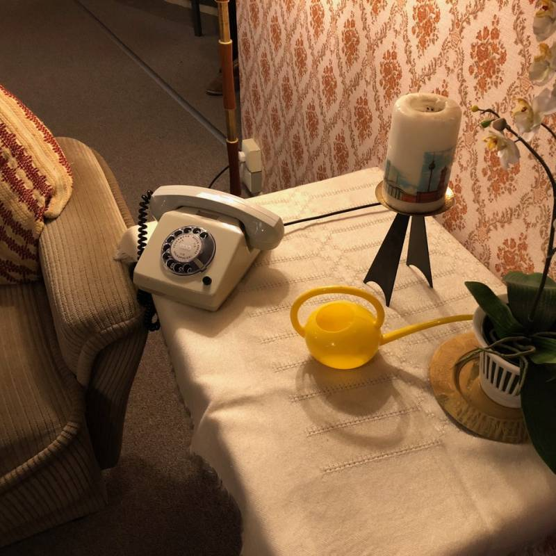 Classik Hotel Collection Beispiel Telefon und Couch aus der DDR