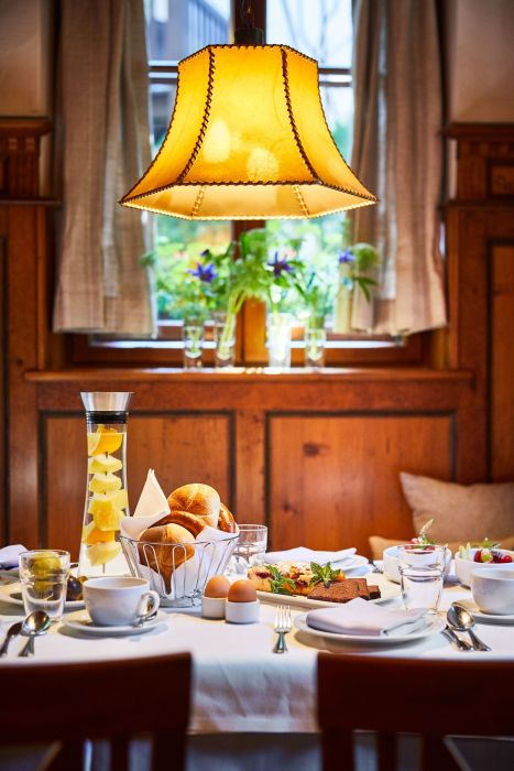 Classik-Hotel-Collection-Munich-Martinshof-Restaurant-Breakfast-Day-Detail-01-Web