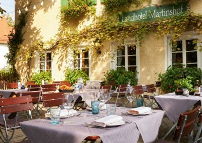 Classik-Hotel-Collection-Munich-Martinshof-Restaurant-Lunch-Day-Outside-02-Web