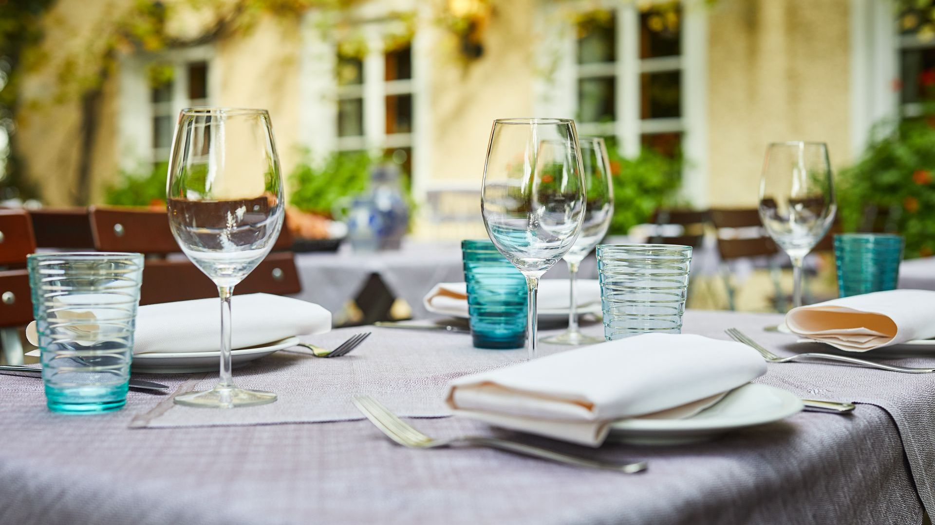 Classik-Hotel-Collection-Munich-Martinshof-Restaurant-Lunch-Day-Outside-Detail-01-Web