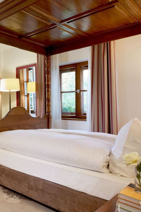 Classik-Hotel-Collection-Munich-Martinshof-Room-Country-House-01-Web 467x700