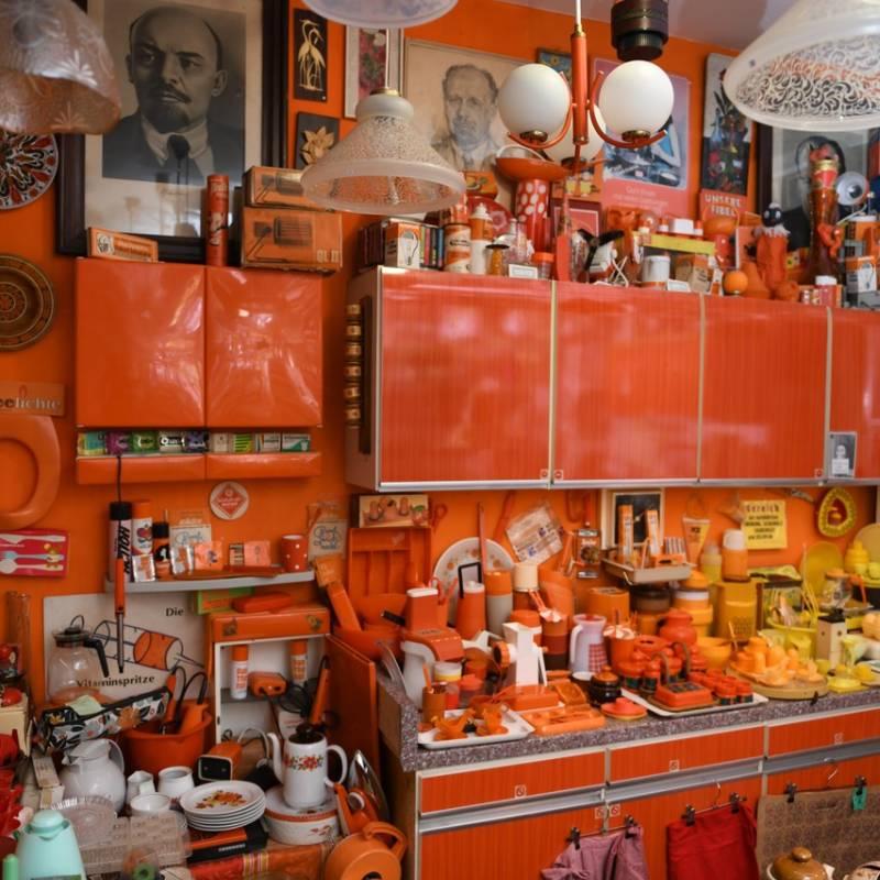 Classik Hotel Collection VEB Orange Second Hand Laden von innen Ansicht 2