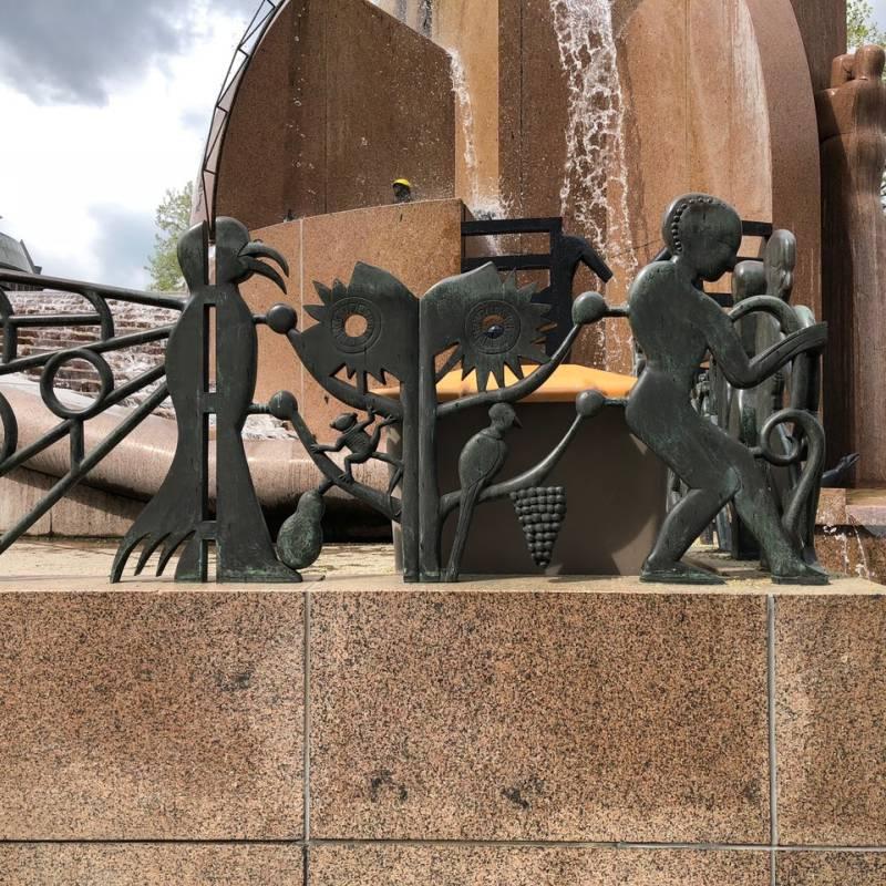 Classik Hotel Collection Viele Figuren schmücken den Brunnen