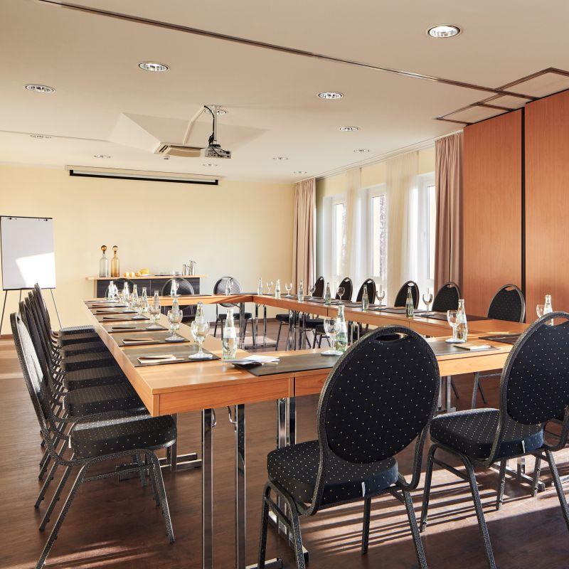 Classik Hotel Magdeburg Tagungsraum parlamentarisch