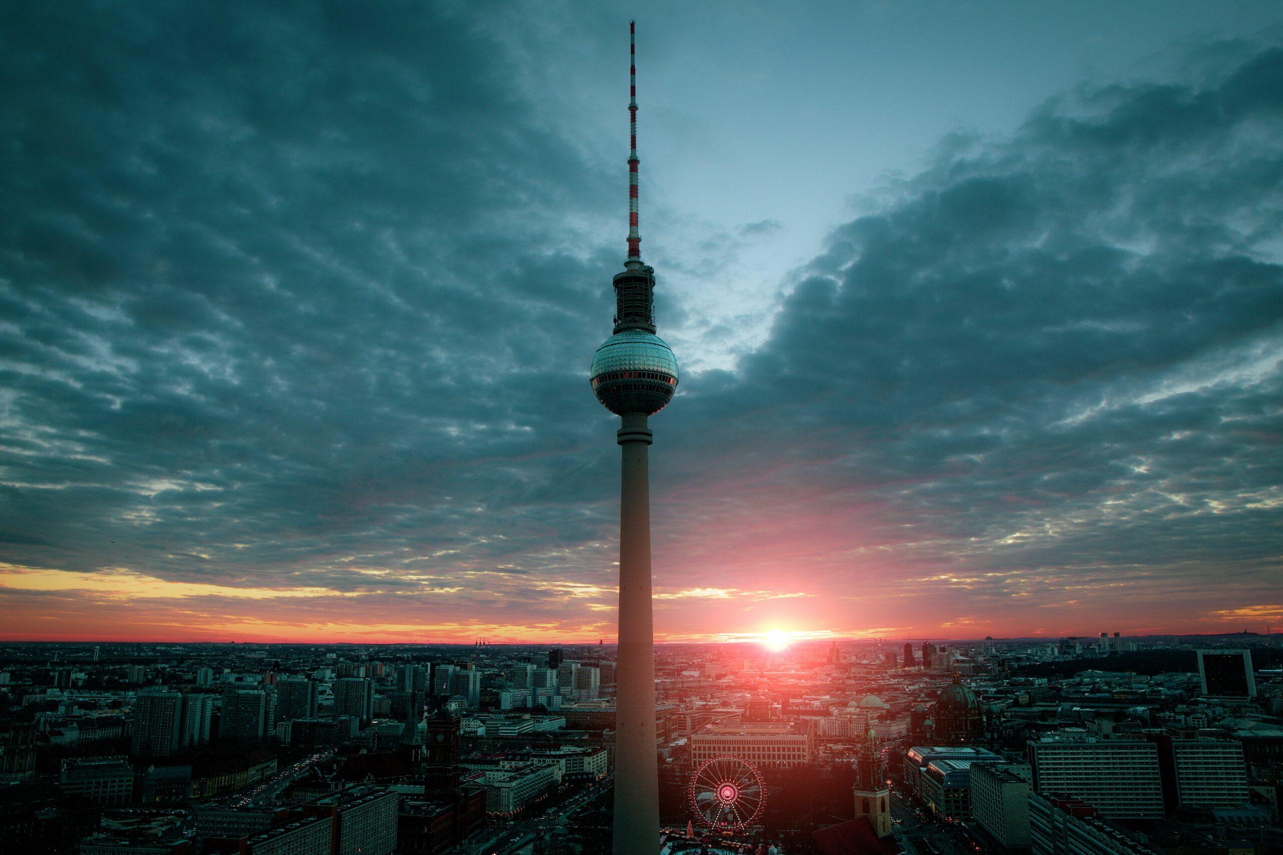 Der Berliner Fernsehturm- zu Fuß zum Wahrzeichen der Stadt
